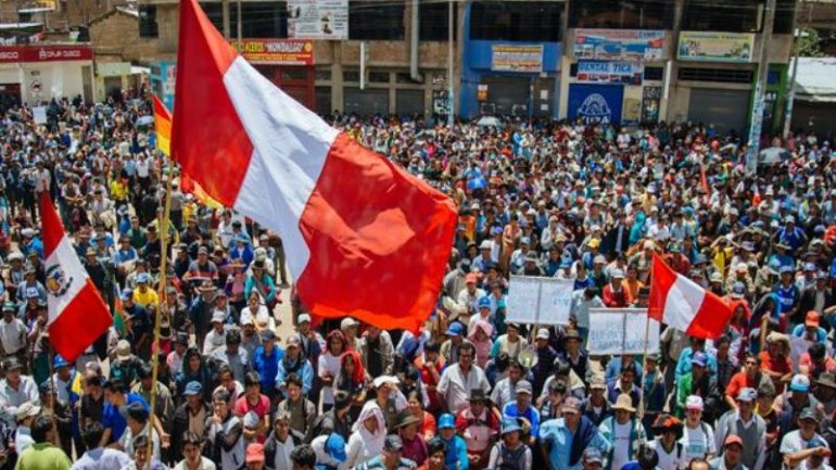 Government negotiates after violent protests in southern Peru