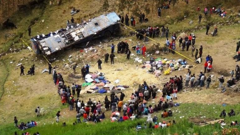 Bus falls into ravine in Ayacucho, 21 dead