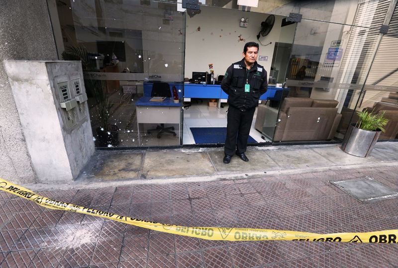 Late-night grenade attack at Miraflores bank