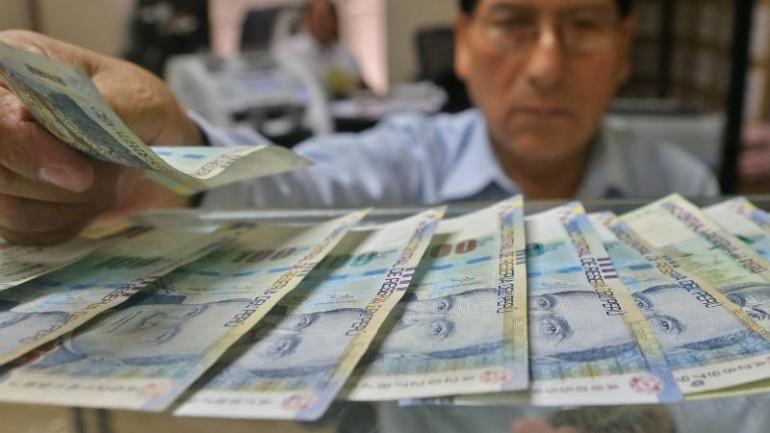 Finance minister criticizes congress for permanent tax cuts