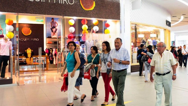 Peru's middle class slightly smaller from four years ago