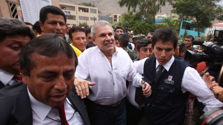 Lima mayor faces embezzlement charge for drawing double salary