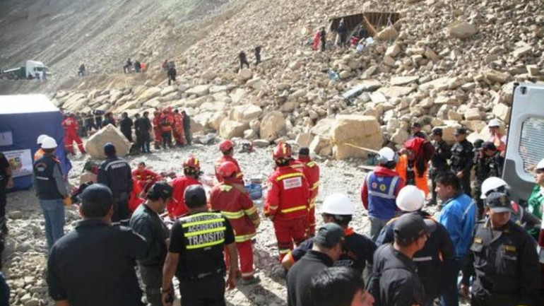Highway landslide leaves 13 dead in mountains east of Lima