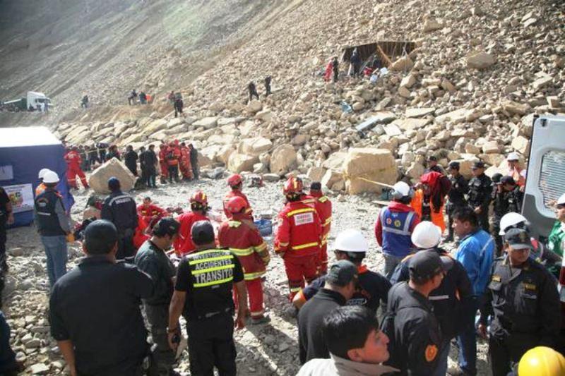 Highway landslide leaves 13 dead in mountains east of Lima