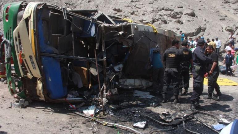 Bus falls 2,300 feet into Ancash ravine, killing 15