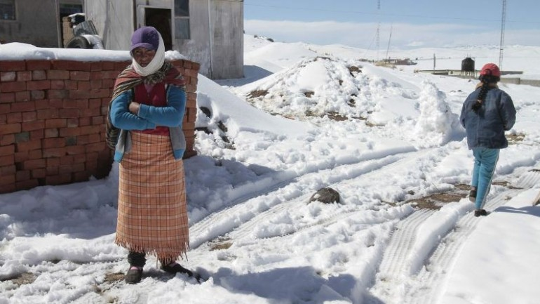 Snows block highways in southern Peru