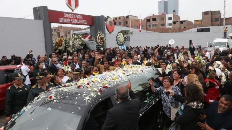 Historic soccer figure and politician dies in Peru