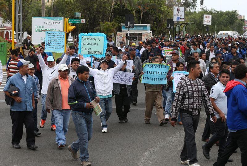Lima bus drivers strike against public transit changes