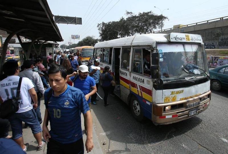 Second Lima bus strike fails despite political ammo