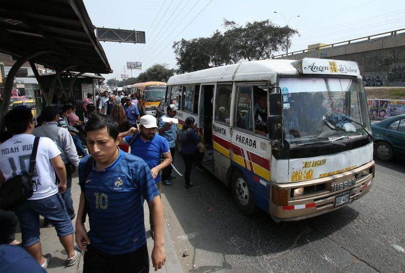 Second Lima bus strike fails despite political ammo