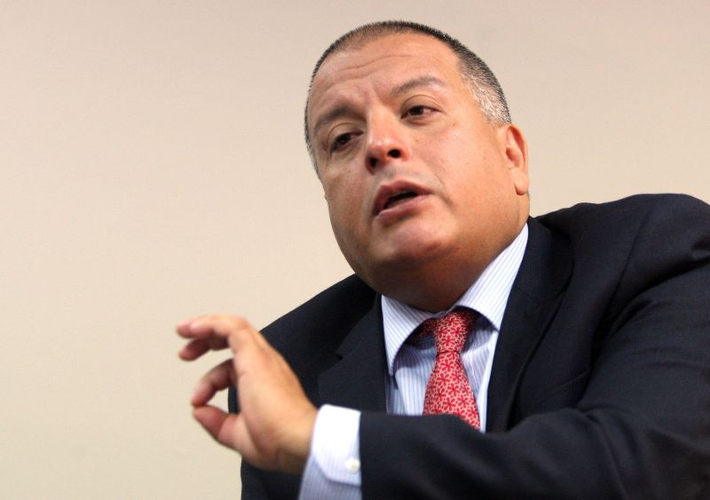 Popular Cabinet minister resigns before Peru's 2016 elections