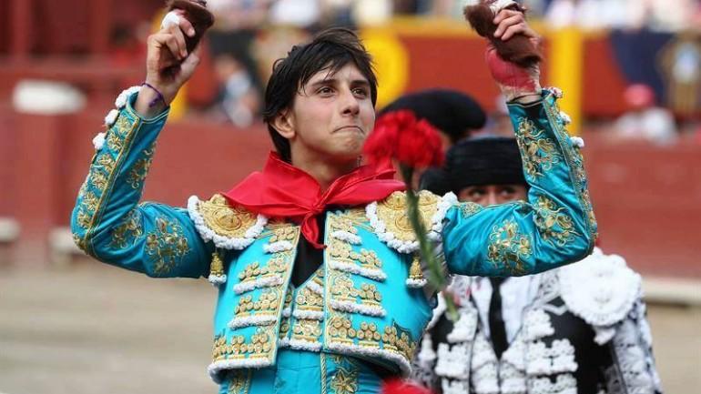 Peru bullfighting rests hopes on young matador
