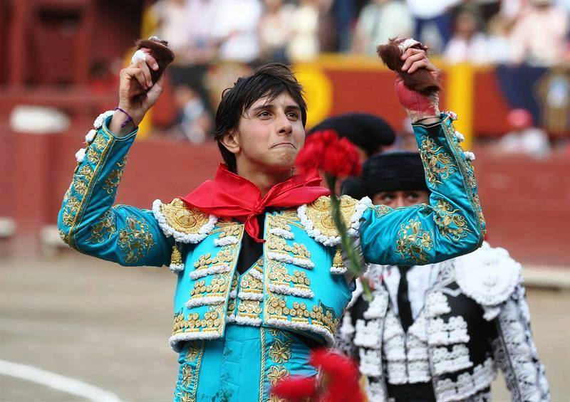 Peru bullfighting rests hopes on young matador