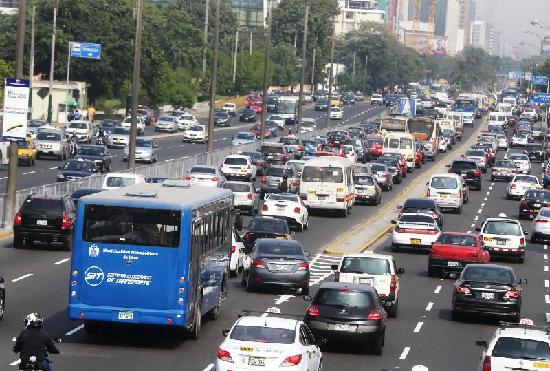 Peru passes temporary law to save Lima's transport reform
