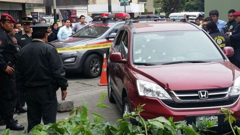 Broad-daylight shootout in Lima's financial district