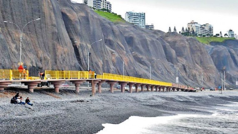 Lima mayor criticized for design of coastal boardwalk
