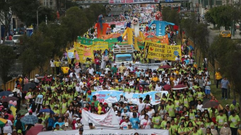 Peru: tens of thousands march against abortion in Lima