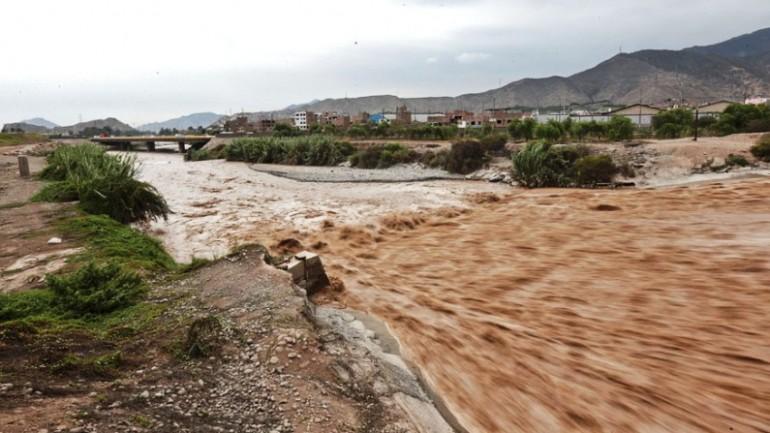 Overflowing rivers threaten to flood Lima neighborhoods