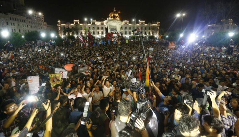 Tens of thousands march against Keiko Fujimori in Lima