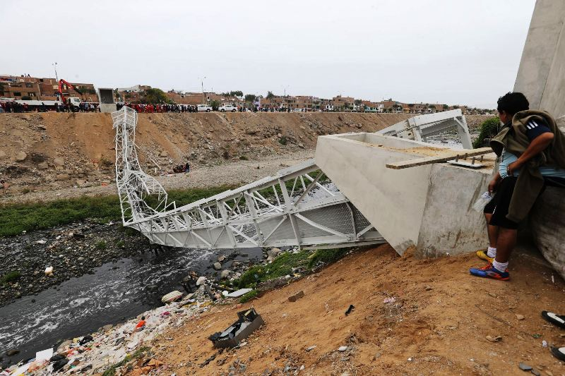 Lima bridge collapses, injuring 10 construction workers