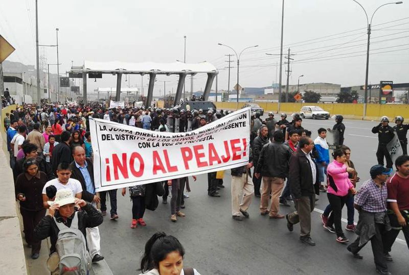 Transport workers' protest strands thousands in north Lima