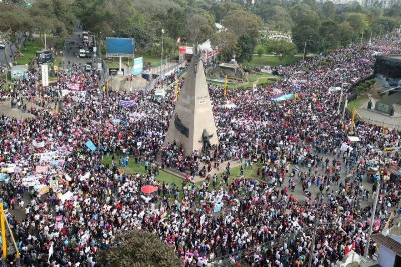 #NiUnaMenos: 50,000 protest violence against women in Lima