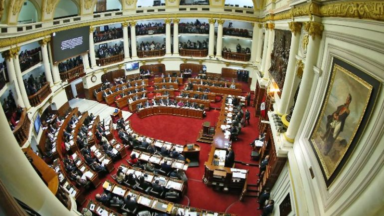 Opposition makes Peru government kneel in confidence vote