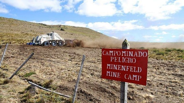 Land mine explodes on Chile border, injuring two Peruvians