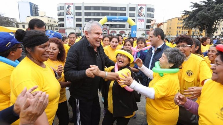 Public pressures Lima mayor to account for spending with petition