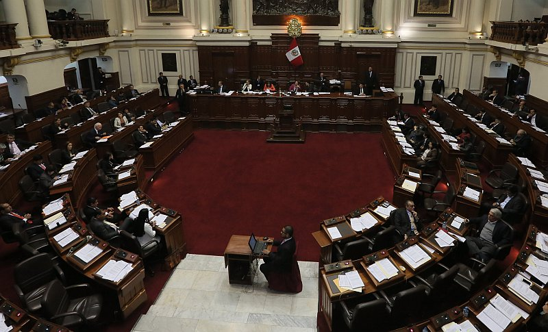 Peru: law prohibits members of Congress from switching parties