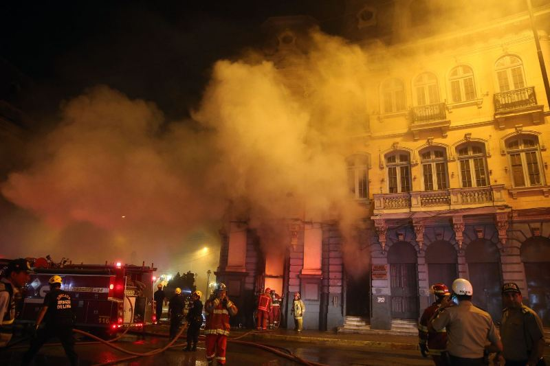 Historic plaza in Lima suffers second fire in two years
