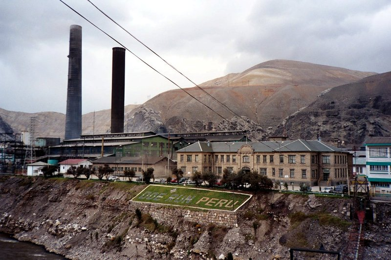Peru to reevaluate environmental laws over La Oroya smelter