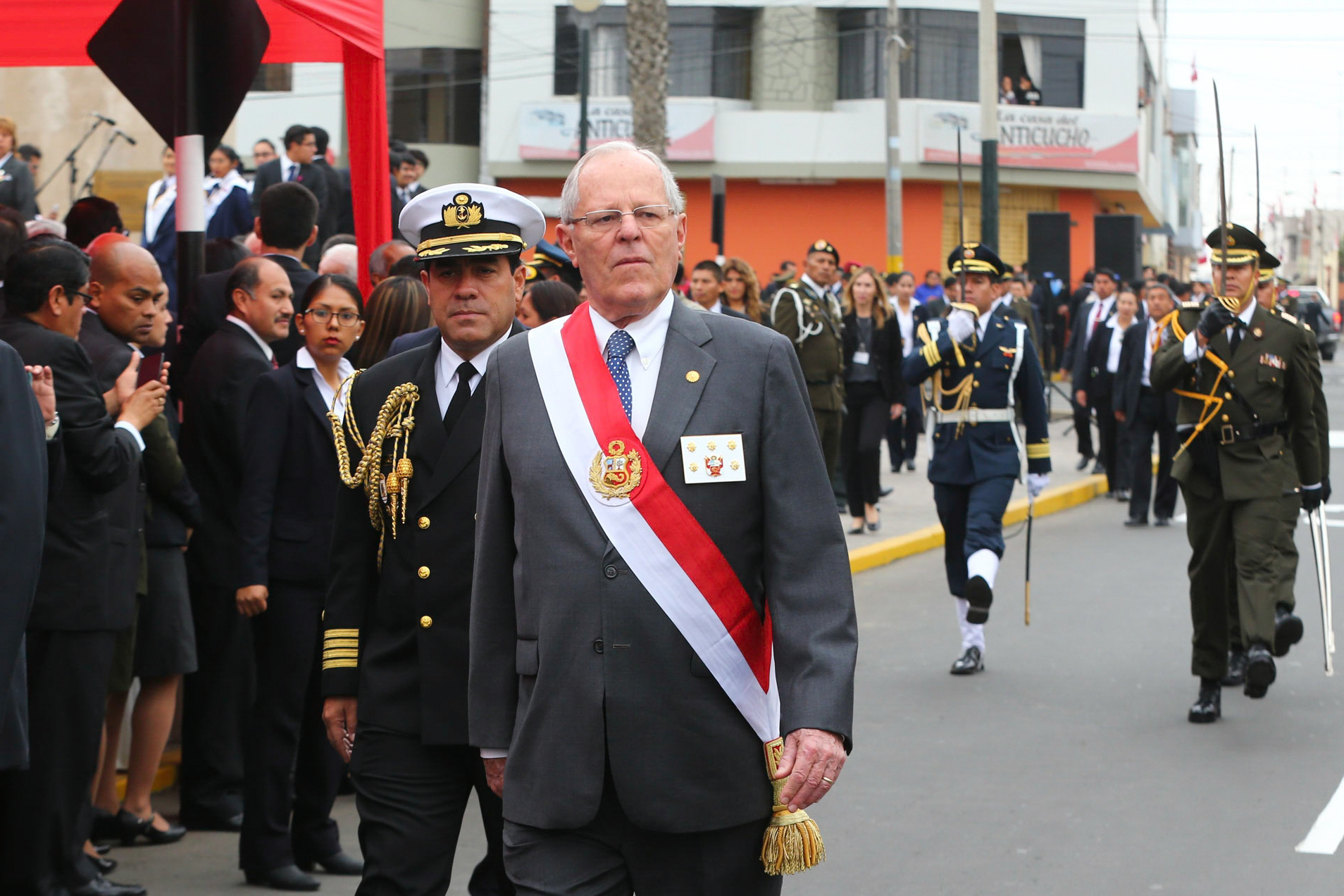 Peru's Congress votes no-confidence, forces cabinet resignation