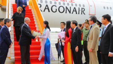 Peru and Australia sign free trade pact at APEC Summit