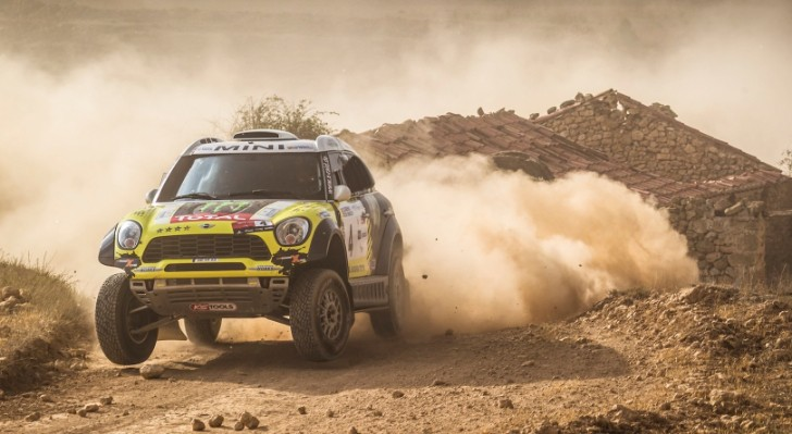Rally Dakar crosses Peruvian deserts