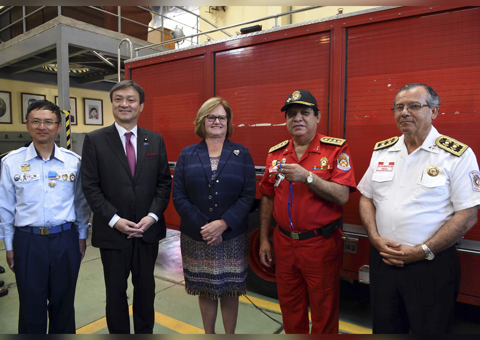 Peru's volunteer firefighters receive generous donation from Japan