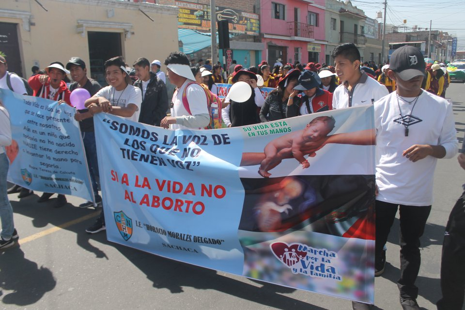 Over 160,000 take to the streets in the annual pro-life march in Arequipa