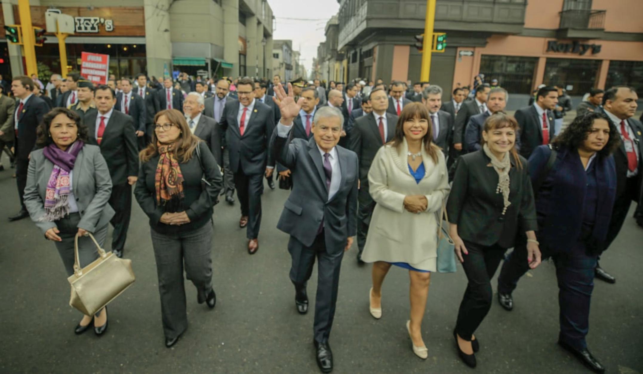 Peruvians march in support of Vizcarra's plea for judicial reform passage