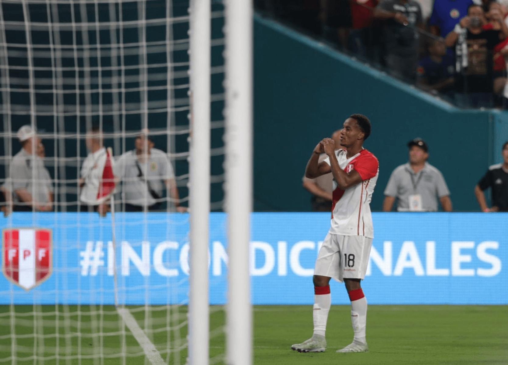 Peru crushes Chile 3-0